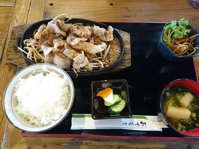昭和ホルモン食堂のラーメン