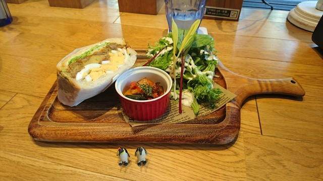 サンドイッチのサラダ