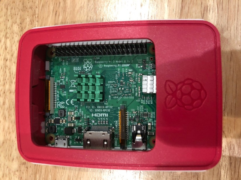 IMG_1403Raspberry Pi - Official Case - White - Removable lid allows access to the board