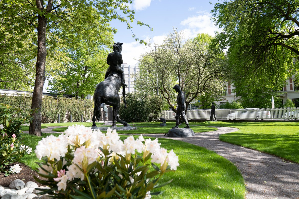 The garden with sculptures