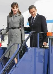 Mandatory Credit: Photo by Rex Features ( 744083I ) Carla Bruni-Sarkozy and Nicolas Sarkozy President Nicolas Sarkozy and wife Carla Bruni Sarkozy arrive at Heathrow, London, Britain - 26 Mar 2008 foto olympia - Mandatory Credit: Photo by Rex Features ( 744083I ) Carla Bruni-Sarkozy and Nicolas Sarkozy President Nicolas Sarkozy and wife Carla Bruni Sarkozy arrive at Heathrow, London, Britain - 26 Mar 2008 foto olympia - Fotografo: olympia rex