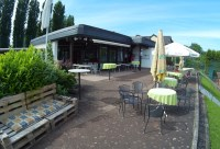Clubhaus mit Terrasse