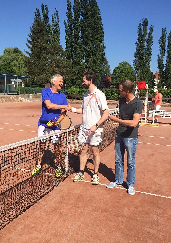Finalteilnehmer der Nebenrunde v.l.n.r. Martin Feustel und Markus Görlich mit Oberschiedsrichter Hans-Heinrich Raisin