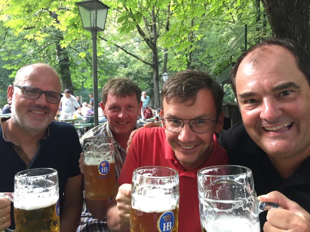Von links: Bruno Übbing, Olaf Ehrich, Michael Zapfe und Roger Illmer nach dem Sieg im Englischen Garten