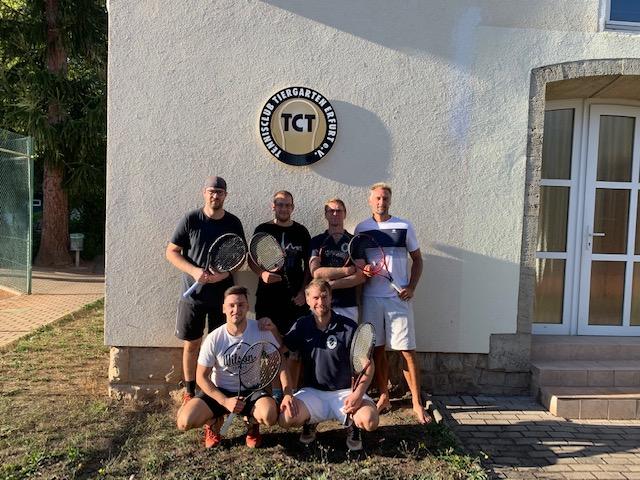 Die Herren 30 des Tennisclubs Weimar machen mit einem überraschendem Sieg den Aufstieg in die Oberliga perfekt