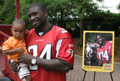 Ovie Mughelli and Atlanta Athletes walk on the wild side at Zoolebrity Day
