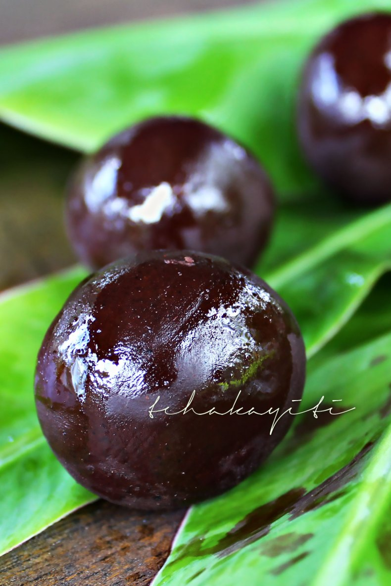 These chocolate balls are made from scratch in Haiti. Read the blog to learn how cocoa is turned into chocolate the artisan way. | tchakayiti.com