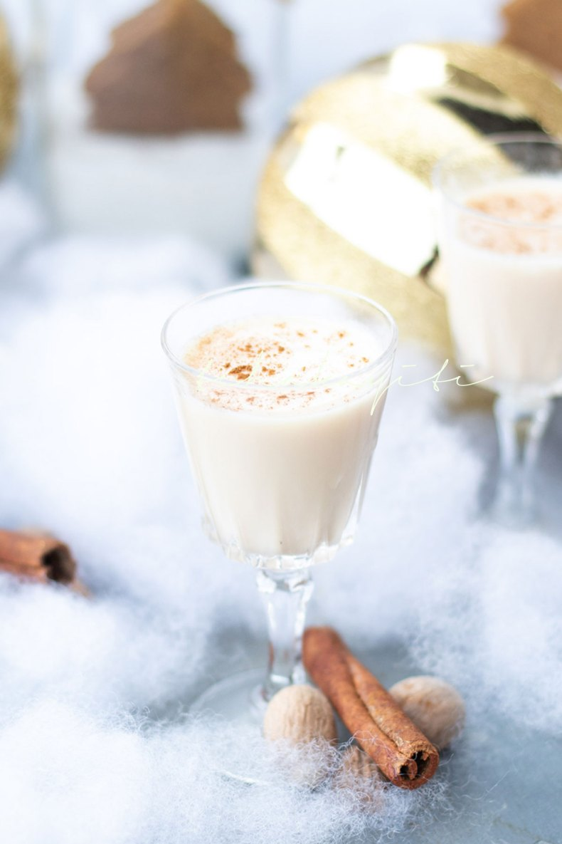 A creamy coconut based drink, cremas is Haiti's official Holiday drink. Prepare it yourself with our easy recipe.   tchakayiti.com