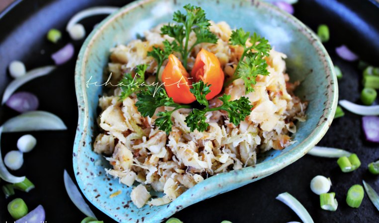This dried salted codfish recipe is one of the quickest and easiest way to eat it this fish. It only requires fresh ingredients.   tchakayiti.com