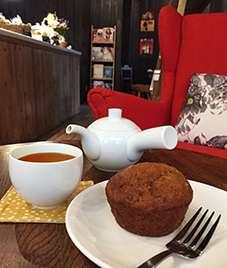 Houjicha and muffin