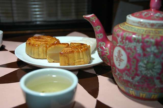 Blast From the Past: A mid-autumn pairing: Chinese tea + mooncakes