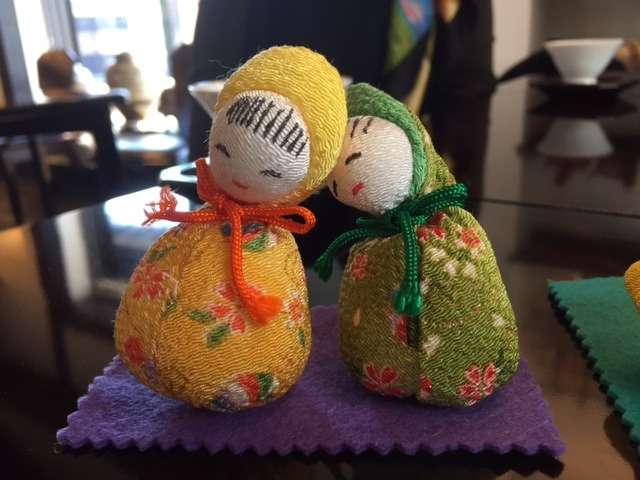 Naturally Reduce Caffeine in Green Tea - Photo of two sleepy-looking handmade Japanese dolls