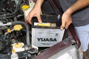車 バッテリー 交換 時期 方法