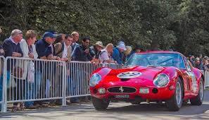 フェラーリ 中古車 値段 落ちない
