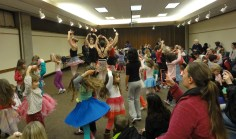 Cast members from Tchaikovsky's ballet Sleeping Beauty participated in a free children's story time at Bloomington Public Library. (March 27, 2015)