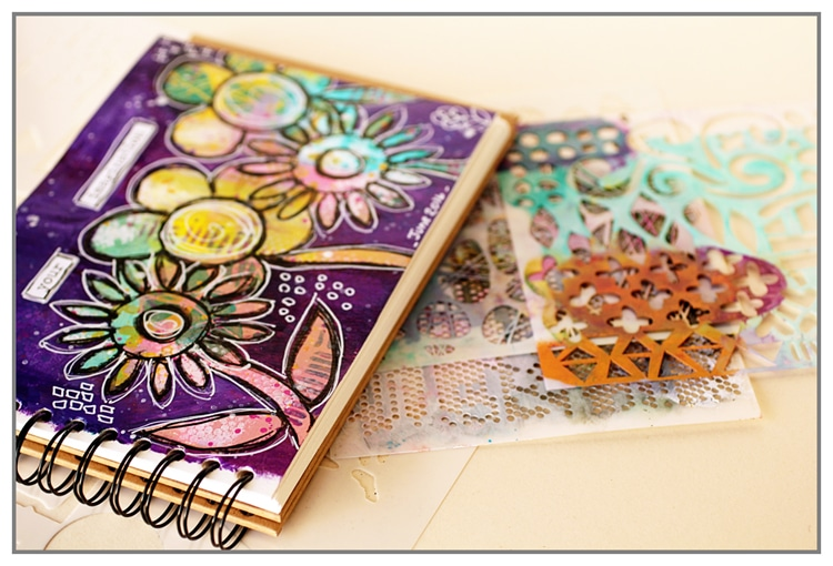 Yasmina TINSANG - Art Journal with TCW stencils for doodled flowers