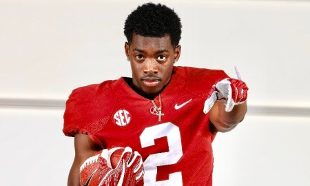 Terrion Arnold poses for picture during Alabama visit