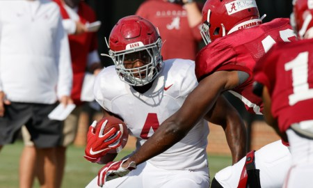 Brian Robinson runs with ball in Alabama fall practice