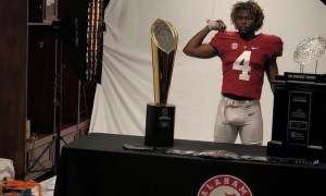 Camar Wheaton poses for picture doing Alabama visit