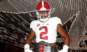 Mykel Williams poses with Alabama belt during visit