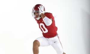 Alabama LB Henry To'oto'o posing in his No. 10 jersey