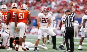 Drew Sanders celebrates a tackle in Alabama's win over Miami
