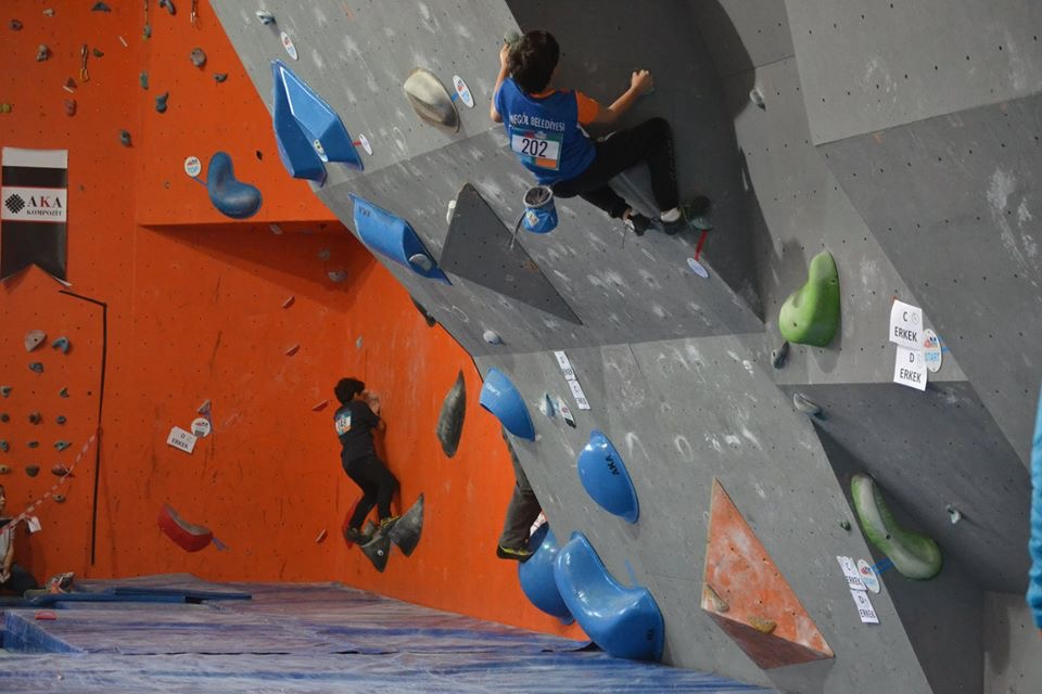 Küçükler ve Gençler Boulder Türkiye Şampiyonası 2. Ayak Sakarya'da gerçekleştirildi.