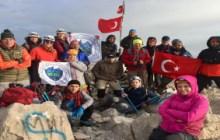 Dedegöl Dağı zirve tırmanışı Mavi Yeşil Dağcılık tarafından başarıyla gerçekleştirilmiştir.