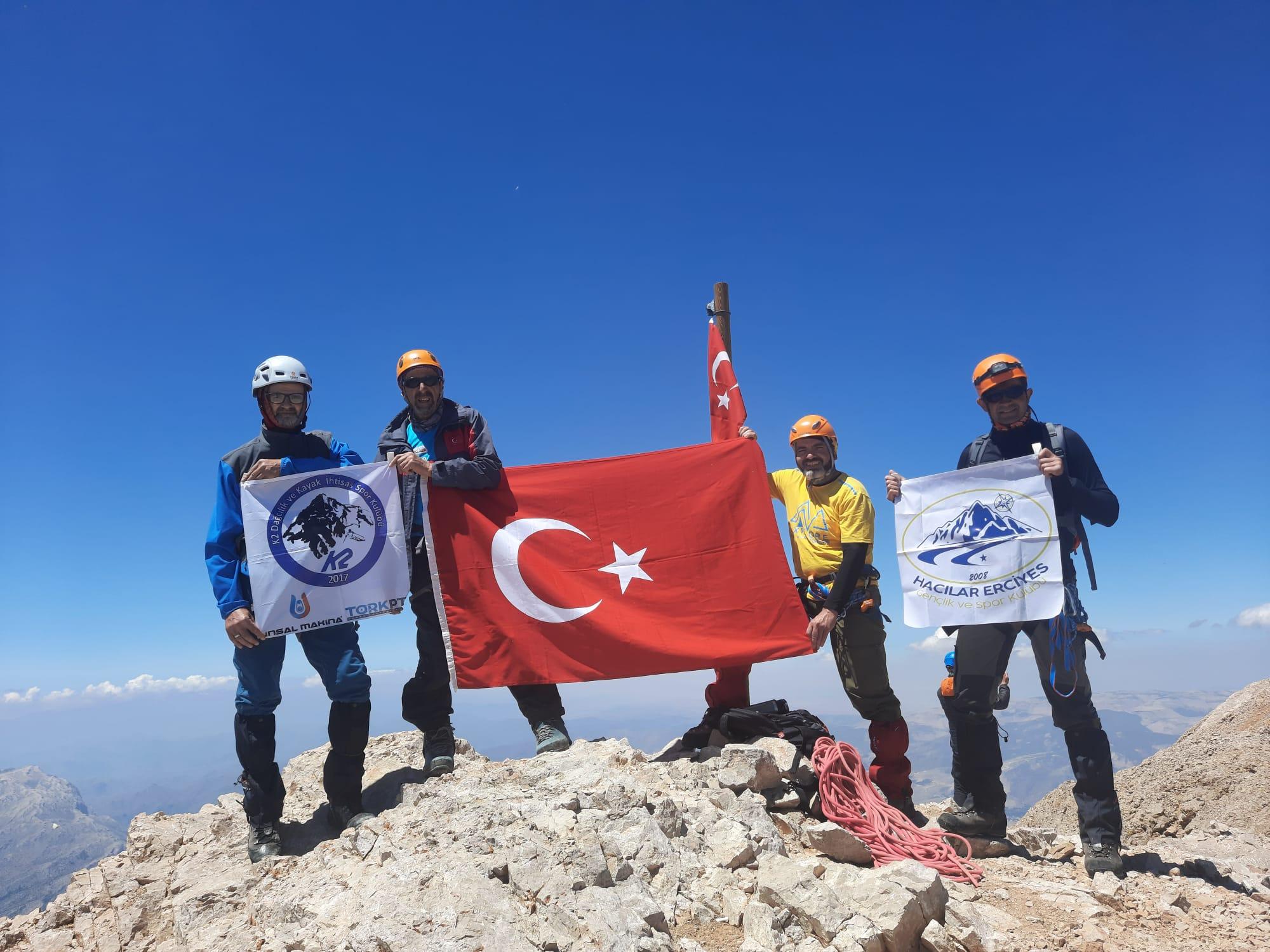 K2 Spor Kulübü Aladağlar Büyük Demirkazık zirve tırmanışını gerçekleştirdi.