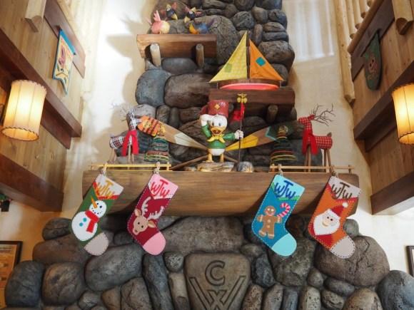 キャンプ・ウッドチャック・キッチン クリスマス 暖炉の上