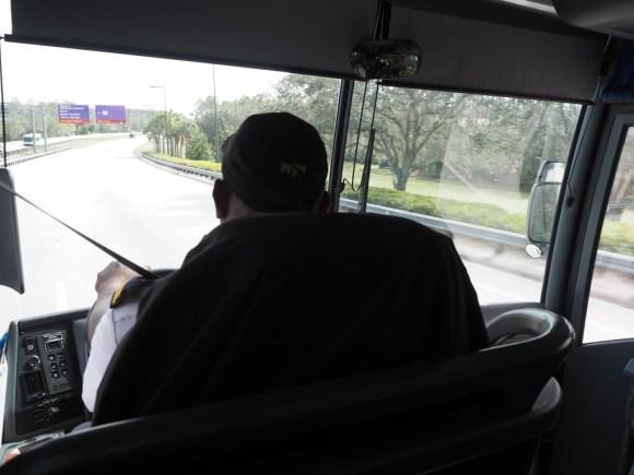 DCL シャトルバス 運転席