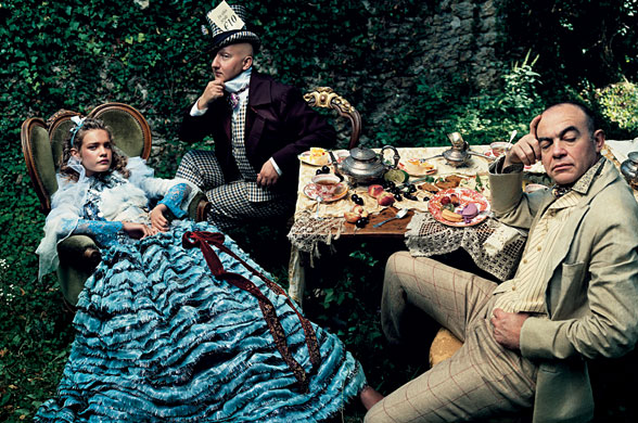 Annie Leibovitz Alice in Wonderland Editorial