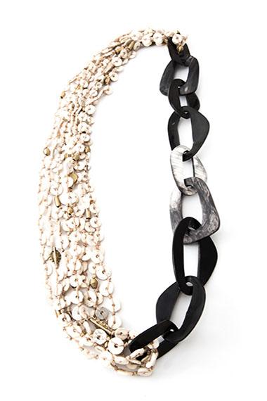 RANI NECKLACE DARK HORN - ROGO COLLECTION Cow horn discs, ostrich egg shells. Length - 54 cm.