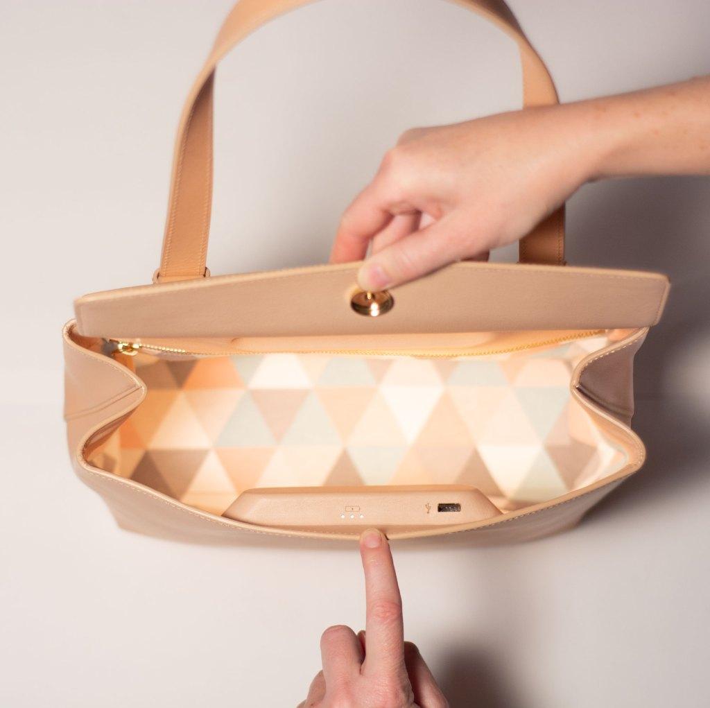 MINOIS charging handbag