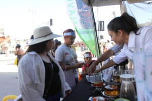 AOI Tea Company hands a sample to an attendee