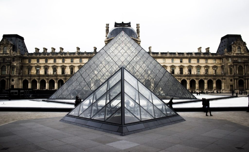I picture of the front of the Louvre