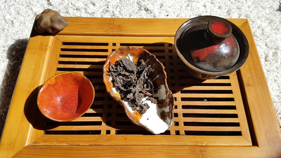 Китайская чайная церемония, шу пуэр, пиалы для чая, чахэ, гайвань