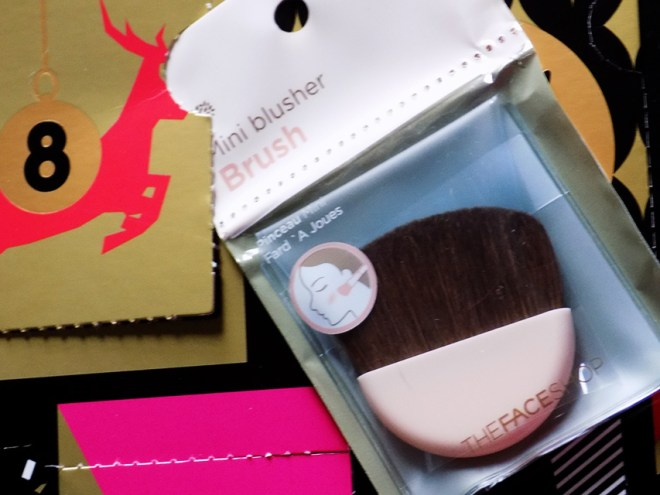 THEFACESHOP Advent Calendar Day 8 Mini Blusher Brush
