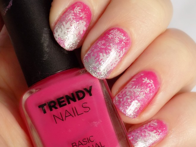 THEFACESHOP Trendy Nails PK03 Winter Pink Nail Art Snowflakes Swatch