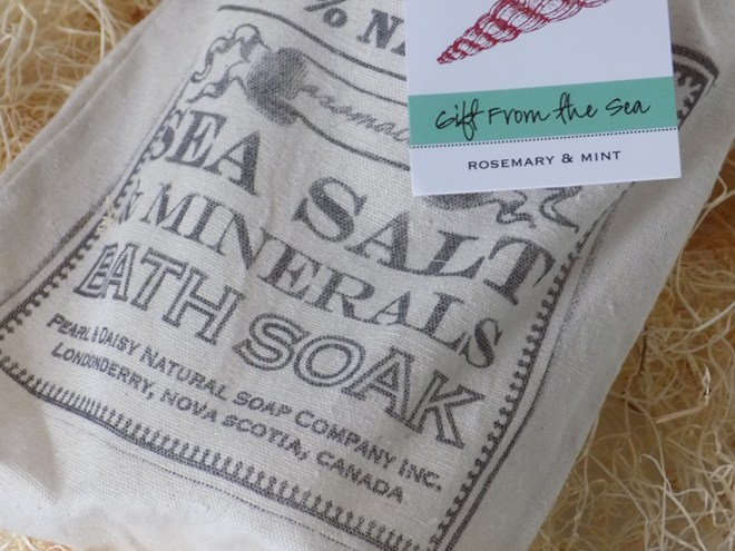 Pearl & Daisy Mineral Bath Salts Gifts From The Sea