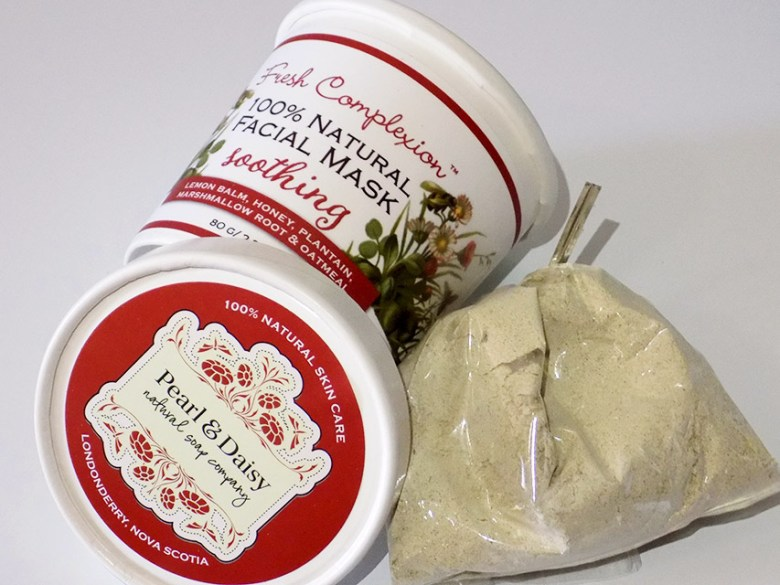 Pearl and Daisy Soothing Face Mask Powder