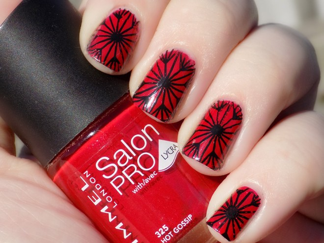 #31DC2016 Day 1 - Red prompt using Rimmel Hot Gossip and Mundo de Unas Black