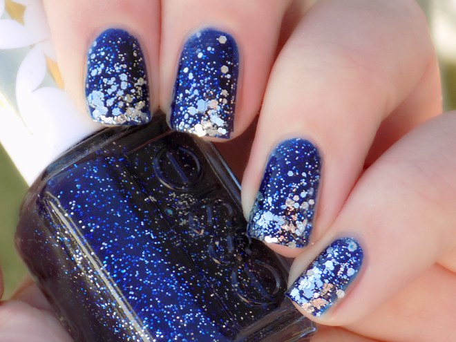 Day 5 of #31DC2016 - blue nail polish prompt using Essie Starry Starry Night and Set in Stones