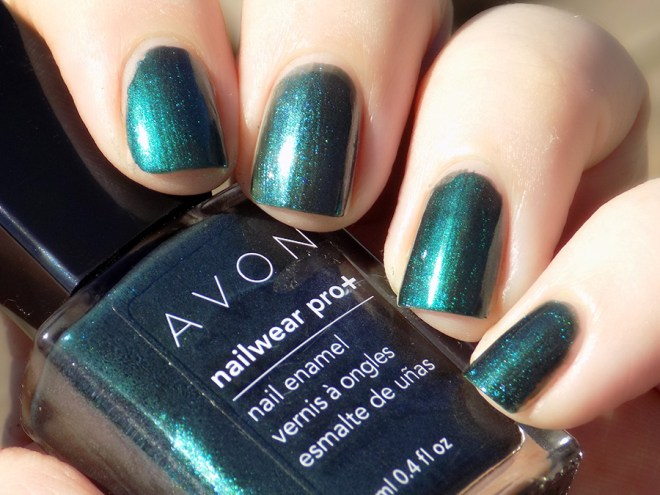 Avon Fall Trends - Nailwear Pro Noir Emerald vs Gel Finish Envy Comparison Swatch Sunlight