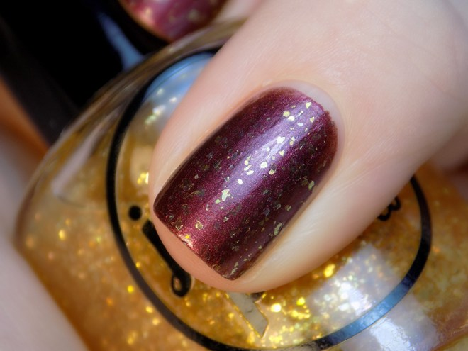 Joy and Polish - Spiced Plum - Goldschlacquer - Swatch Closeup