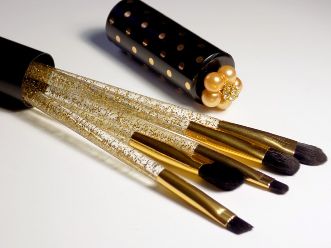 Avon Travel Brush Set Gold and Black - Free With Avon Anew Skincare November 2016