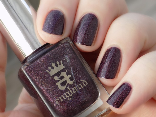 A England - In Robe and Crown Sunlight Swatch - Tennysons Romance Collection