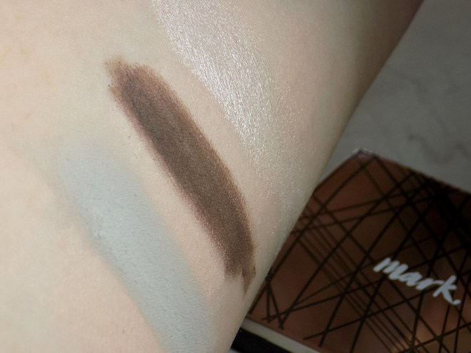 Mark by Avon Eyeshadow Singles in Muted Antiqued and Bubbly over primer - Mark. Clique It Compact Eyeshadow Review