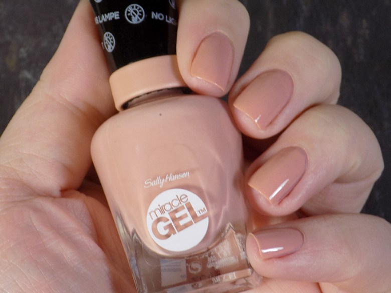Sally Hansen Miracle Gel 184 Frill Seeker - Swatch in Artificial Lighting