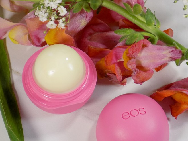 EOS Organic Lip Balms - Strawberry Sorbet Review